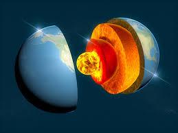 地球の構造レイヤーに分割地球の地殻コア3 D レンダリング - 3Dのストックフォトや画像を多数ご用意 - iStock